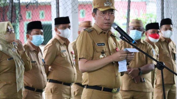 Bupati Bolsel Iskandar Kamaru: Bantuan Seragam SD dan SMP Dijadikan Program Tahunan