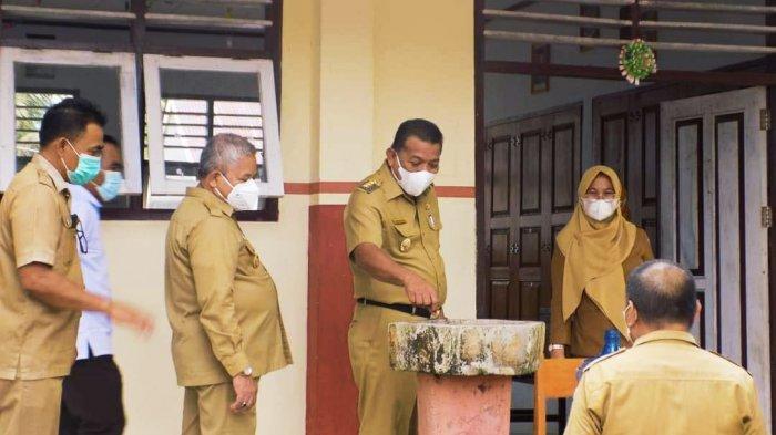 Bupati dan Wabup Bolmut Tinjau Pelaksaanan Kegiatan PTM di Sekolah-Sekolah