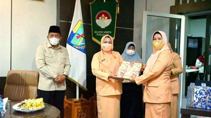 Bupati Depri Pontoh Hadiri Pengukuhan Ketua dan Pengurus Dharma Wanita Persatuan Kabupaten Bolmut