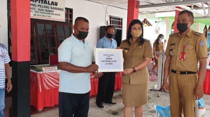 Nelayan Kampung Peling Sawang Kabupaten Sitaro Terima Bantuan Mesin Katinting