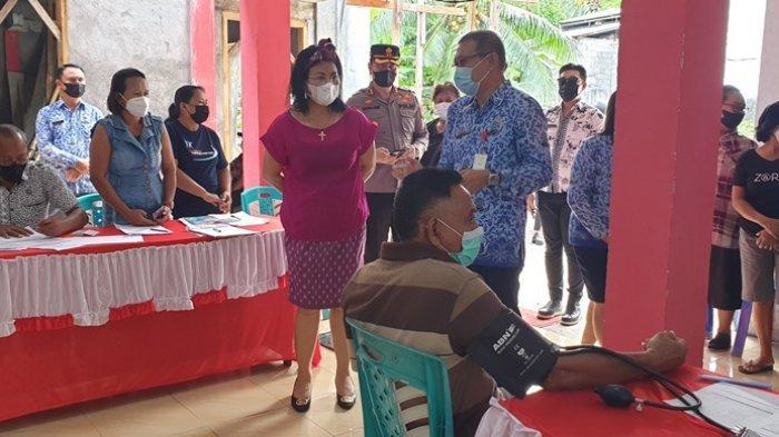 Bupati Sitaro Datangi Langsung Lokasi Vaksinasi Massal