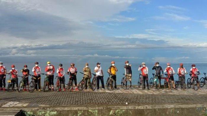 Bupati Iskandar Kamaru bersepeda bersama polres Bolmong Selatan.