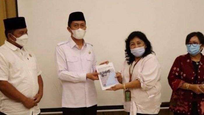 Bupati Iskandar Kamaru Terima NKT Lanskap Bolsel