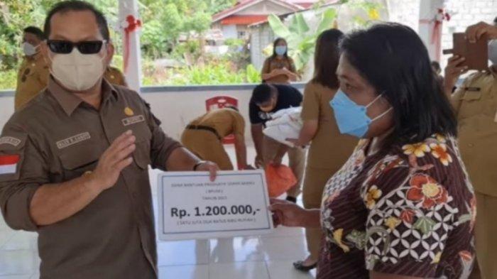 Bupati Kepulauan Talaud Elly Lasut Berikan Bantuan kepada 5.600 Pelaku UMKM