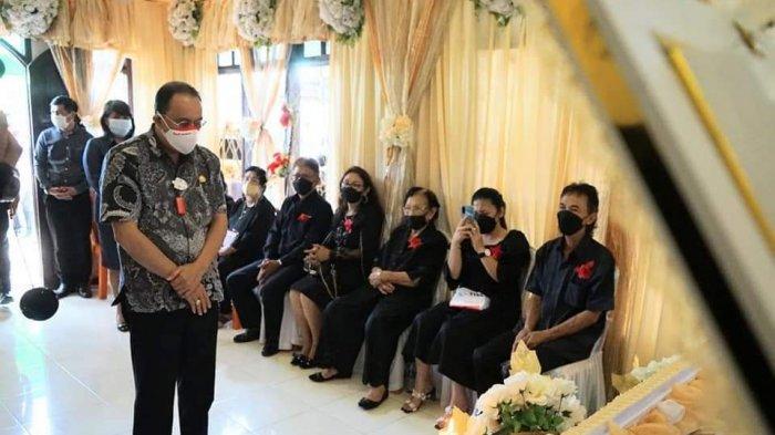 Hadiri Pemakaman Hukum Tua Lowian, Bupati Minahasa: Terima Kasih untuk Dedikasinya
