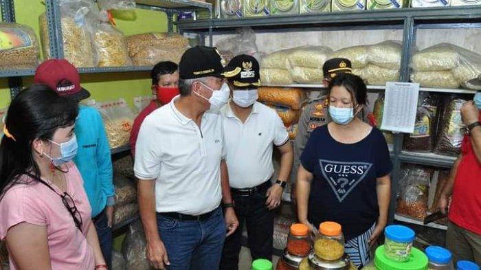 Pantau Harga di Pasar Amurang, Bupati Minahasa Selatan Imbau Distributor Jaga Stabilitas Harga