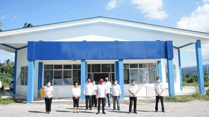 Bupati Minahasa Utara (Minut) Joune Ganda meninjau langsung lokasi gedung yang akan digunakan masyarakat untuk isolasi mandiri (isoman), Rabu (28/7/2021).