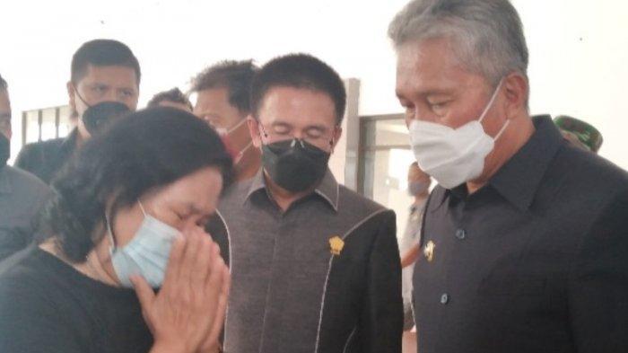 Bupati Minsel Franky Wongkar Salurkan Bantuan Sosial di Masa Pandemi Covid-19