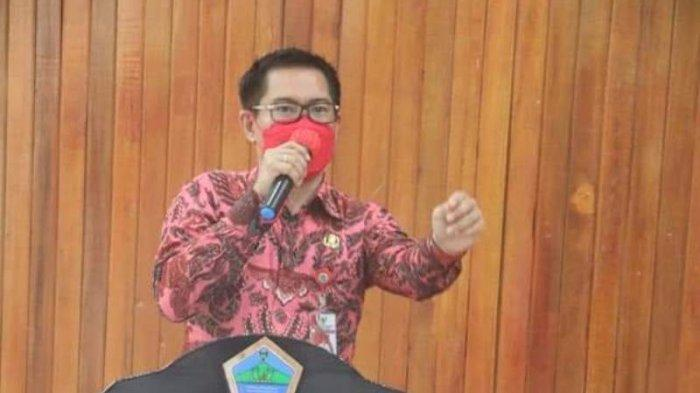 Bupati Minut Joune Ganda melantik 48 Penjabat Hukum Tua di Kabupaten Minahasa Utara (Minut), Kamis (15/4/2021) malam di kantor Bupati Minut.