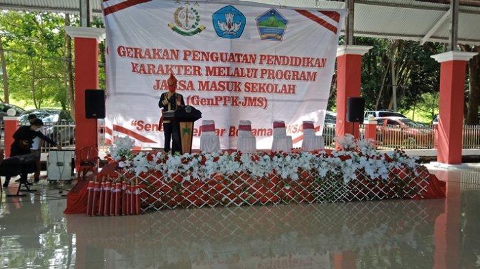 Indonesia Raya Dinyanyikan Tanpa Semangat, Bupati Minut Joune Ganda Kritik Guru