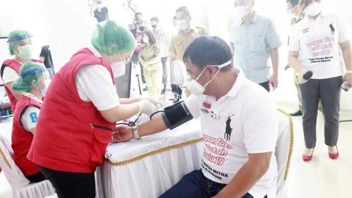 Tak Lolos Screening karena Darah Tinggi, Bupati Mitra James Sumendap Batal Disuntik Vaksin Sinovac
