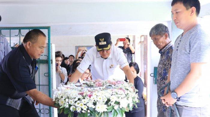 Bupati Royke Roring Menghadiri Ibadah Pemakaman Mantan Bupati Minahasa Tahun 1969-1970