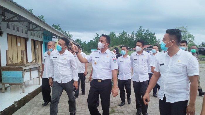 Tata Ibu Kota, Sachrul-Oskar Relokasi Pedagang di Pinggir Jalan Trans Tutuyan ke Pasar Pondabo