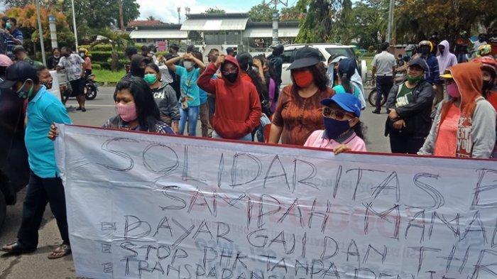 BREAKING NEWS - Tiga Bulan Gaji Tak Dibayar,Buruh Sampah Demo di Pemkot Manado