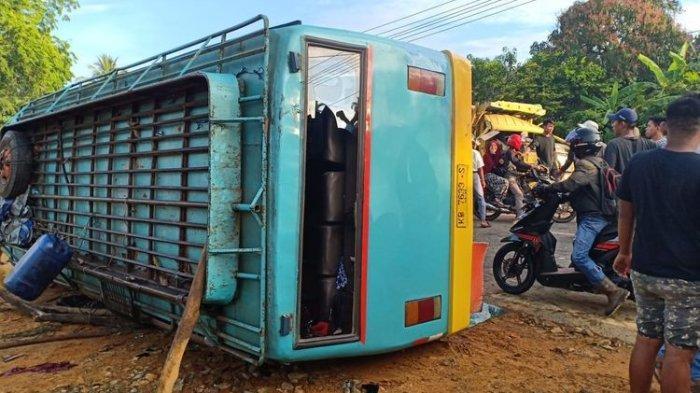 Beruntun, Tiga Truk Tubruk Bus, 18 Orang Dilarikan ke Rumah Sakit