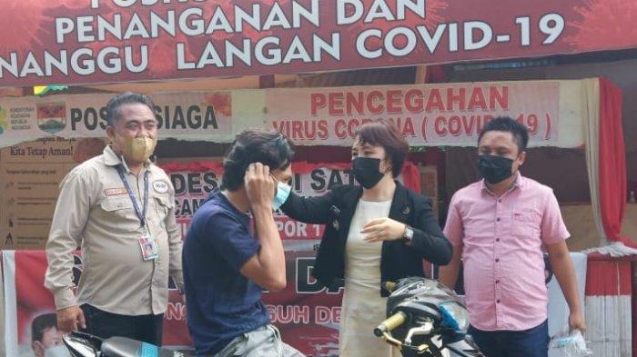 Komit Putus Penyebaran Covid-19, Camat Ratahan Timur Pimpin Razia Masker