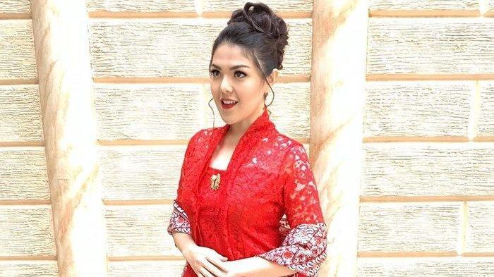 Tina Toon Kepada Ahok: Hong Bao Nai Nih Pak?