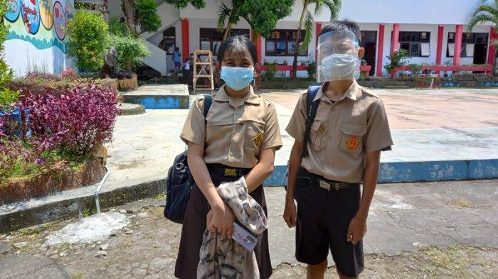 Dua Siswi SMP di Manado Ini Sangat Senang Bisa Sekolah Tatap Muka Lagi