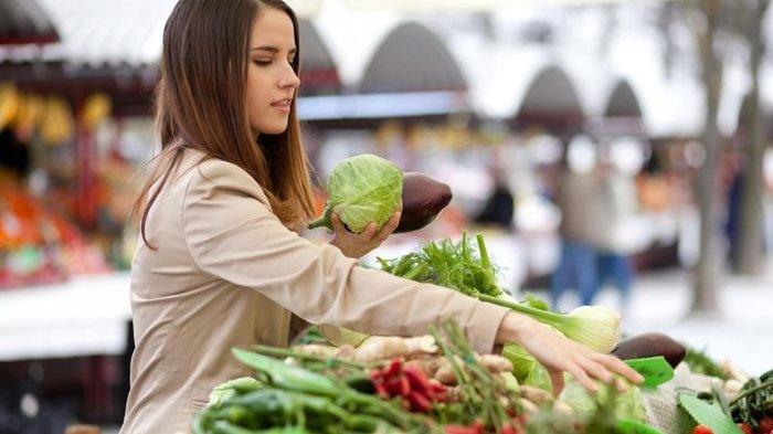 memilih sayuran segar