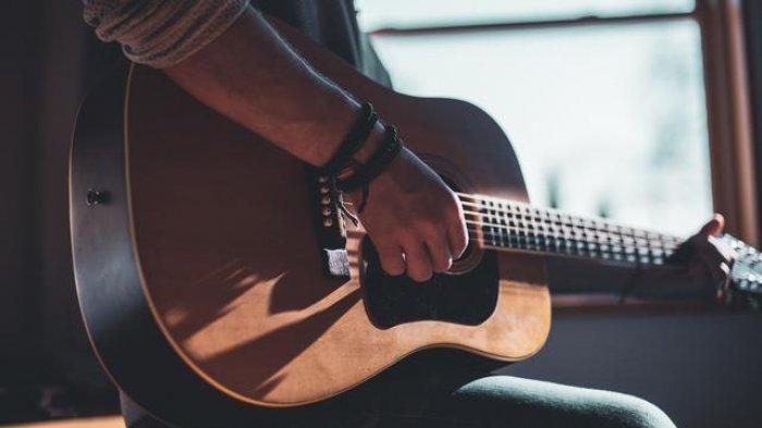 Chord Gitar Lagu Dibalik Hari Ini - Dhyo Haw: Di Balik Sebuah Senyuman Ini Kerinduan
