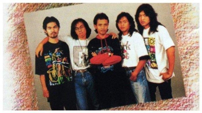Chord Gitar dan Lirik Lagu 'Badai Bulan Desember' - AKA Grup