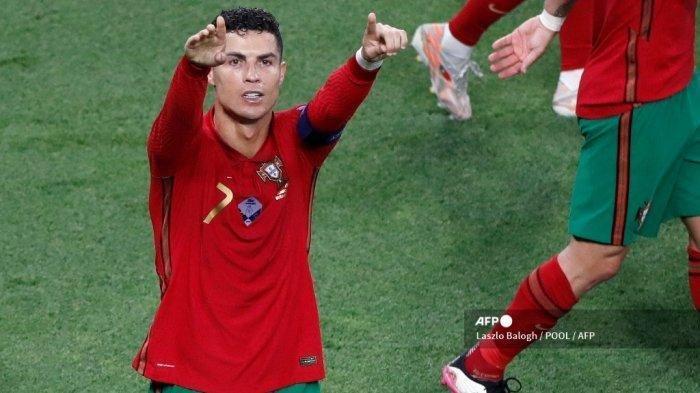 Penyerang Portugal Cristiano Ronaldo merayakan mencetak gol