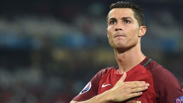 Kapten Timnas Portugal Cristiano Ronaldo Nekat Hentikan Bus yang Ditumpangi Demi Temui Bocah Spesial