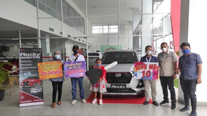 Warga Boltim Pemilik Daihatsu Rocky Pertama di Sulut, Papa Aira Langsung Bayar Tunai