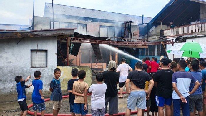 Damkar Kotamobagu Berhasil Padamkan Api di Eks Kos-Kosan Kelurahan Kotamobagu