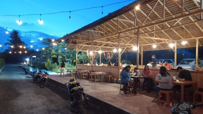 Cafe Sele'dan, di Danau Seledan, Desa Tombatu Dua Barat, Kecamatan Tombatu Utara.