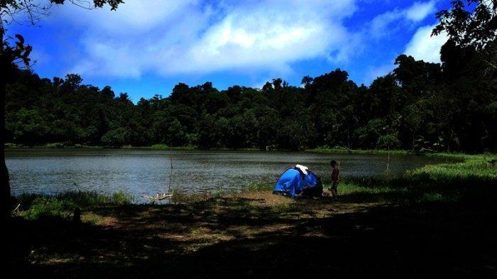 Indahnya Panorama Danau Tampusu di Atas Gunung Tampusu