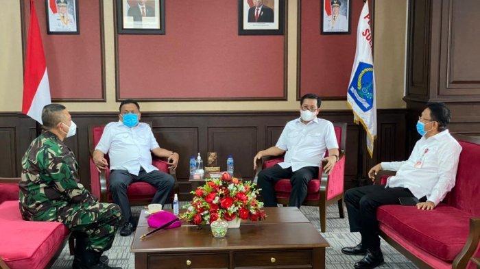 Komandan Pangkalan Utama TNI AL (Danlantamal) VIII Kolonel Marinir I Wayan Ariwijaya SE, melaksanakan kunjungan courtesy call kepada Gubernur Sulawesi Utara (Sulut) di Ruang Kerja Gubernur jalan 17 Agustus nomor 69, Teling Atas Kecamatan Wanea, Kota Manado Rabu (3/2/2021).