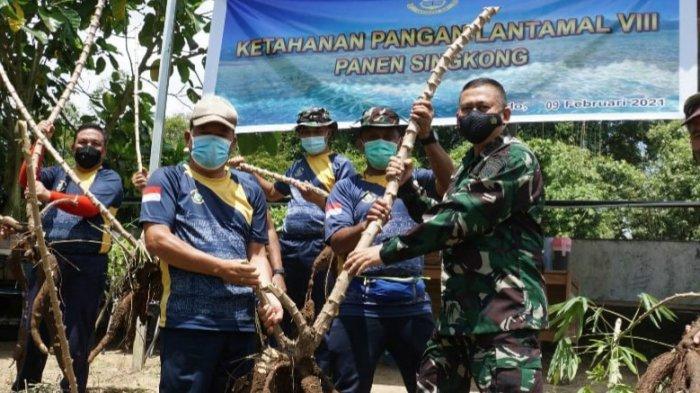 Komandan Pangkala Utama TNI AL VIII Pimpin Pasukan ke Lokasi Ketahanan Pangan
