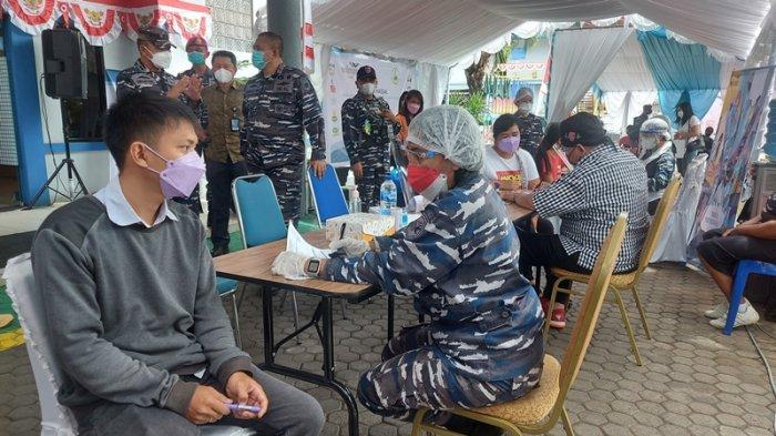 Warga Bitung Antusias Ikut Vaksin yang Digagas Lantamal VIII dan PT MNS