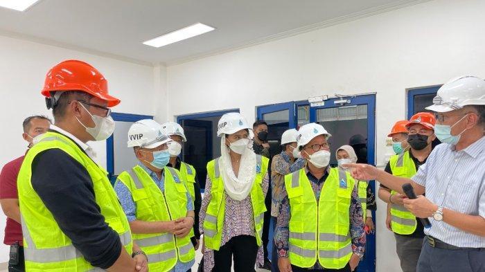 Dari Kiri ke Kanan : Wiluyo Kusdwiharto (Direktur Mega Proyek & EBT PLN), H. M. Jusuf Kalla (Direksi PT. Poso Energy), Dyah Roro Esti Widya Putri (Anggota Komisi VII DPR RI), Sugeng Suparwoto (Ketua Komisi VII DPR RI) mendapatkan pemaparan dari tim PT Poso Energy