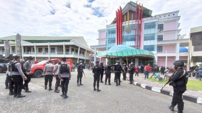 Demo Brutal di Kampus Unipa Manokwari-Papua Pecah, Penganiayaan dan Pengrusakan Fasilitas Terjadi