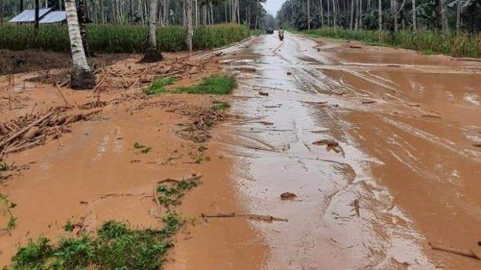 BREAKING NEWS: Banjir Terjang Desa Bakan