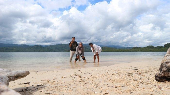 Keindahan Pulau Pondang,Pasir Putih Menakjubkan dan Lebih Keren Swafoto di Bawah Laut