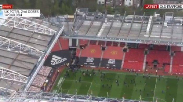 VIDEO Kerusuhan di Old Trafford, Kickoff Manchester United vs Liverpool Tertunda, Ini Penyebabnya