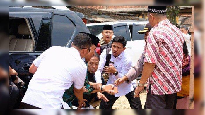 Wiranto Diserang Dengan Senjata Tajam Oleh Seorang Pria, Pelaku Diamankan TNI Polri di Lokasi