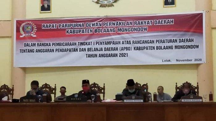 Dewan Perwakilan Rakyat Daerah (DPRD) Kabupaten Bolaang Mongondow (Bolmong), Jumat (27/11/20), menggelar rapat paripurna pembicaraan tingkat I Ranperda tentang Anggaran Pendapatan Belanja Daerah (APBD) Tahun Anggaran 2021.