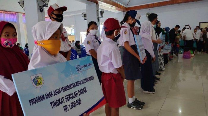 Dinas Pendidikan Kota Kotamobagu Jadi Penyalur Bantuan Anak Asuh SD dan SMP Kelurahan