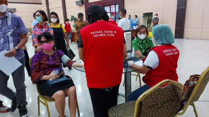 Direksi, Komisaris danPegawai Bank SulutGo Jalani Vaksinasi Covid-19