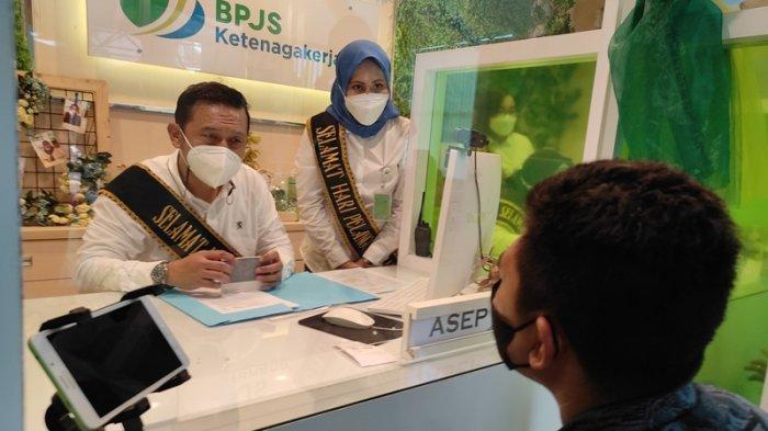 Harpelnas, Direktur Keuangan BPJamsostek Layani Langsung Peserta Jaminan di Manado