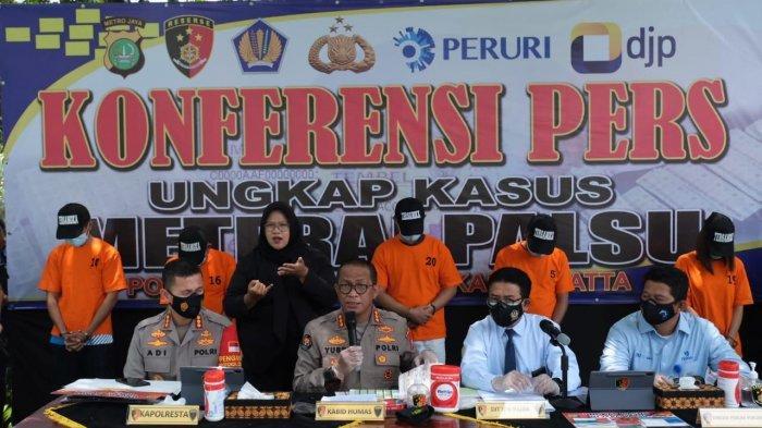 Dirjen Pajak, Polda Metro Jaya dan Perum Peruri mengungkap tindak pidana praktik materai palsu yang merugikan negara Rp 37 miliar.