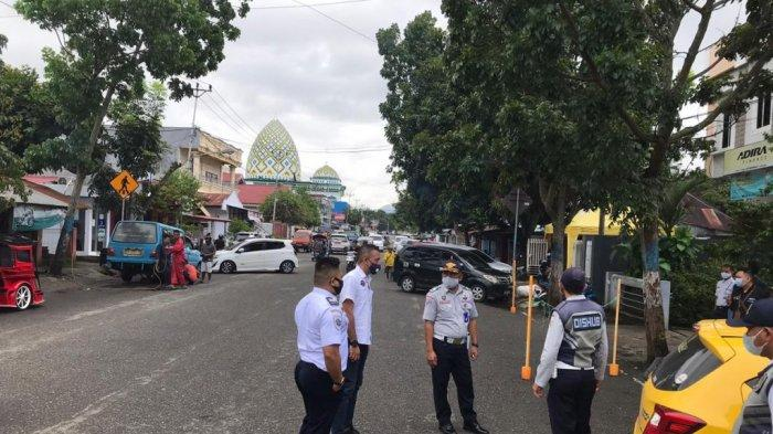 Dishub Kotamobagu Tertibkan Parkir Liar di Depan Kantor BNI dan Adira