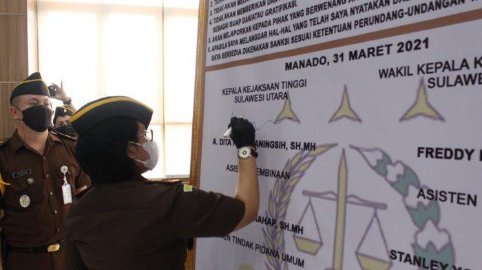 Kejati Sulut Pimpin Upacara Pencanangan Zona Integritas, Menuju Wilayah Birokrasi Bersih Melayani