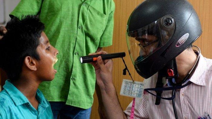 Perjuangan Tenaga Medis di India, Gunakan Helm Motor untuk Tangani Pasien Virus Corona