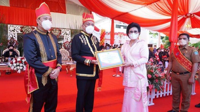 Hadiri Peringatan HUT Ke-57 Provinsi Sulut, Bupati Sitaro Evangelian Sasingen Diganjar Penghargaan