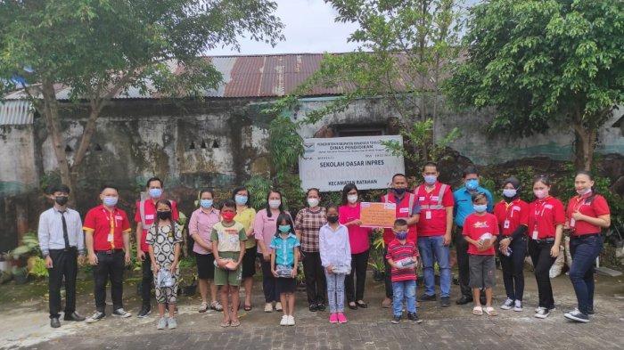Mizan Amanah Salurkan Donasi Konsumen Alfamart di SDN Inpres Tosuraya Minahasa Tenggara